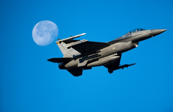 An F-16C Fighting Falcon takes off