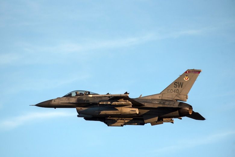 A photo of an F-16 Viper flying.