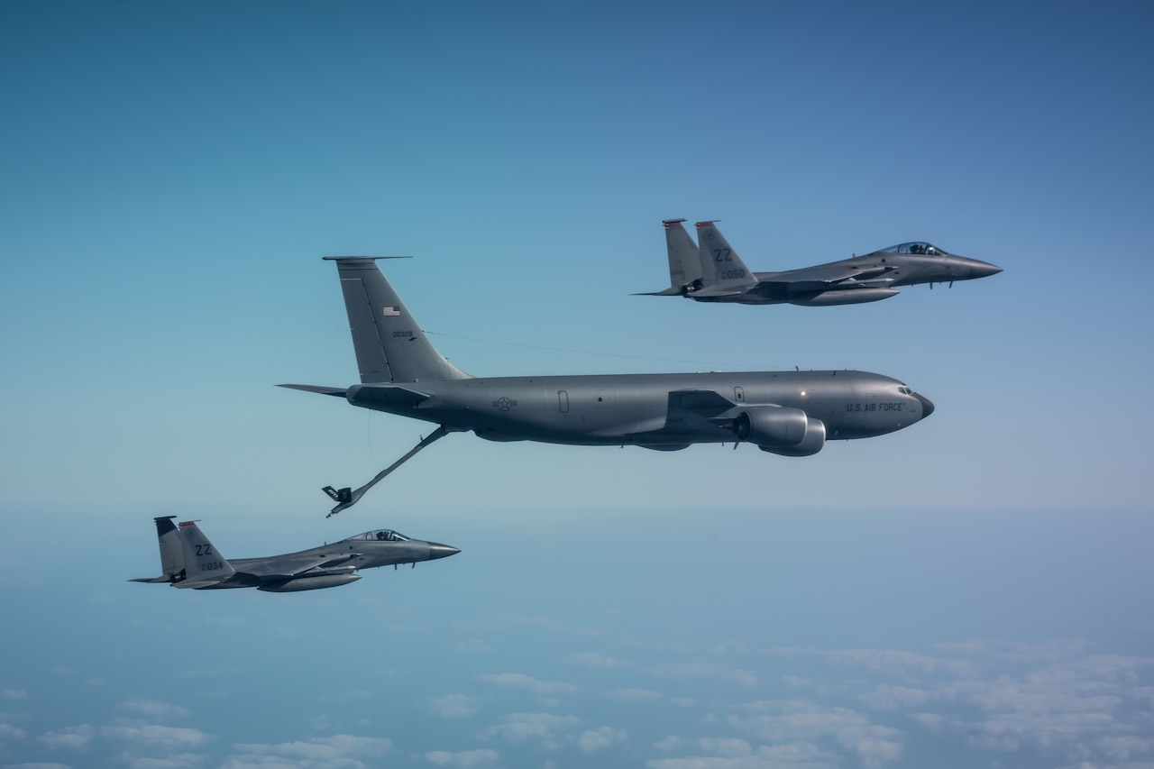 Jet refuels from tanker.