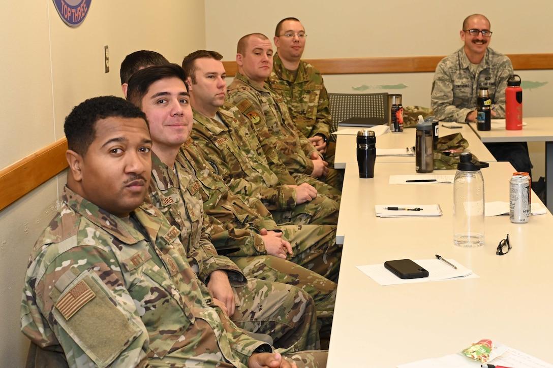 Photo of Airmen in class.