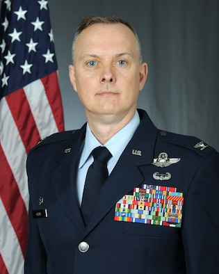 Official photo of the 39th Air Base Wing commander