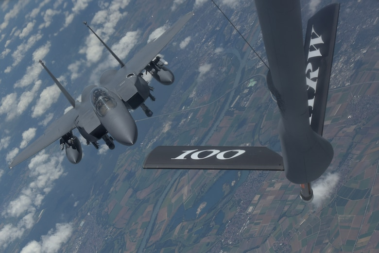 F-15 gets refueled