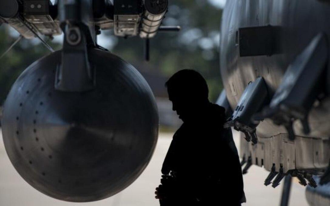 4th FW commander inspects F-15E