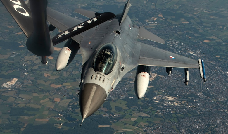US KC-135 refuels Netherlands F-16