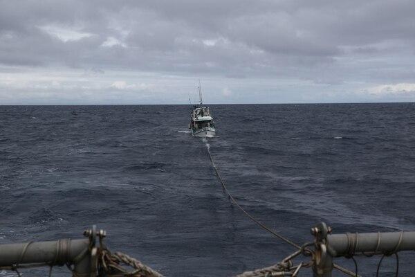 USS Kidd (DDG 100) tows a distressed fishing vessel.