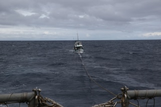 USS Kidd (DDG 100) tows a distressed fishing vessel.
