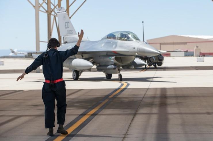 F-16 Taxi