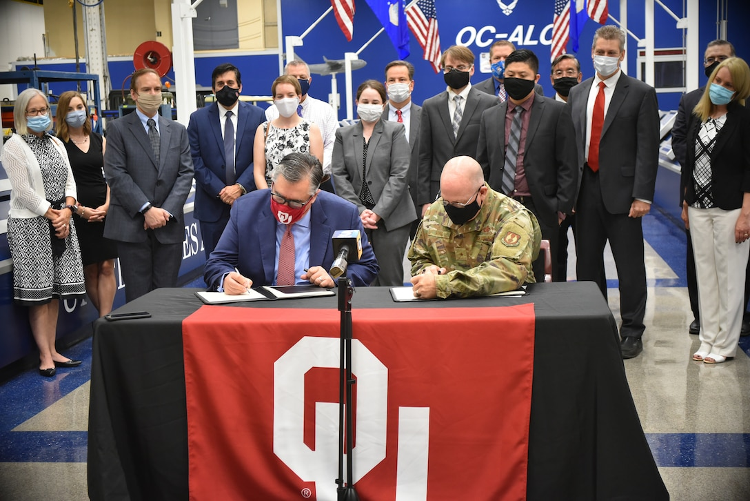 Dr. Tomás Díaz de la Rubia, University of Oklahoma vice president for Research and Partnerships, left, and Brig. Gen. Jeffrey R. King, Oklahoma City Air Logistics Complex commander, sign an Educational Partnership Agreement July 14, 2020. The agreement will help both institutions cultivate aerospace technology development and will improve and enhance education in science, technology, engineering, and mathematics at the university. (Air Force photo by April McDonald)