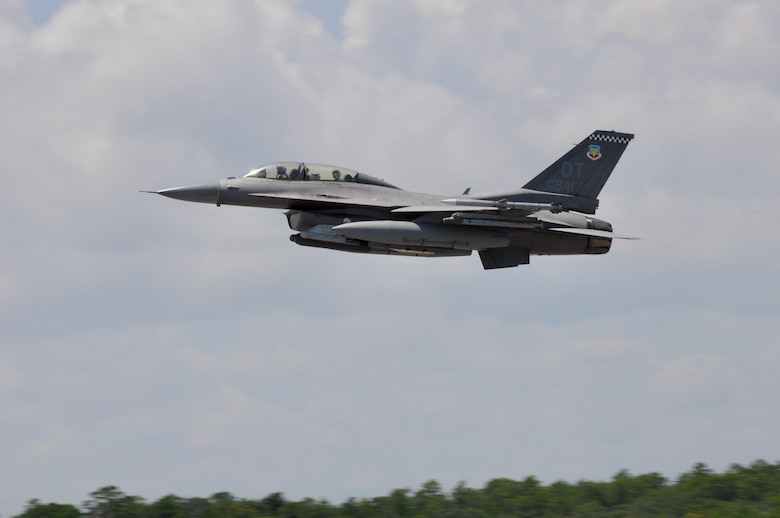 F-16 in flight