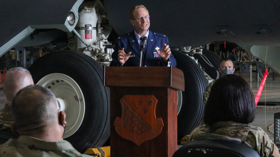 Col. Michael Donahue II addresses audience at change of command