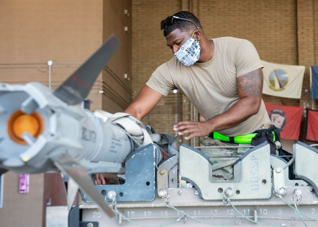 Luke Airmen compete at 2nd Quarter Load Crew Competition