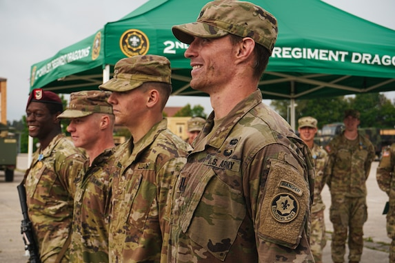 2CR Soldiers earn their EIB and ESB ribbons and awards