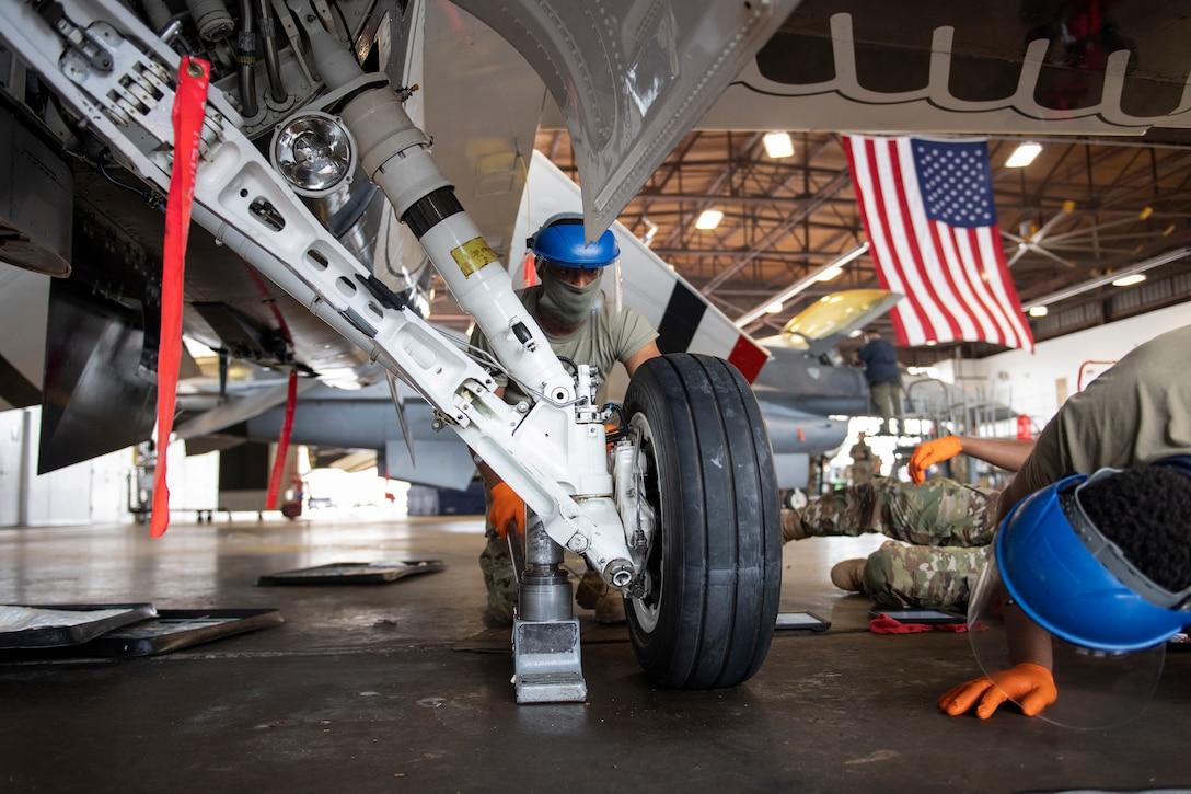 Airman services F-16 landing gear