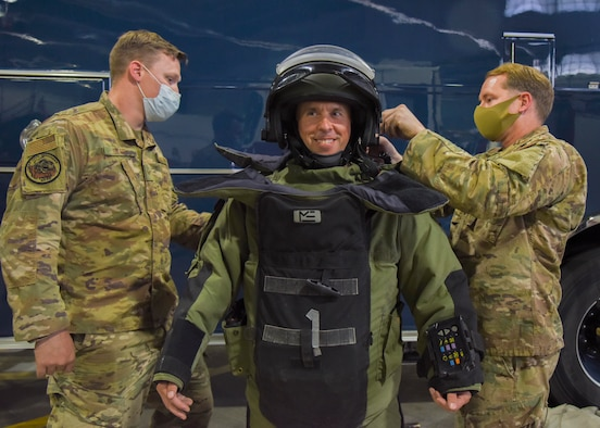 Col. Bentley tries on bomb suit