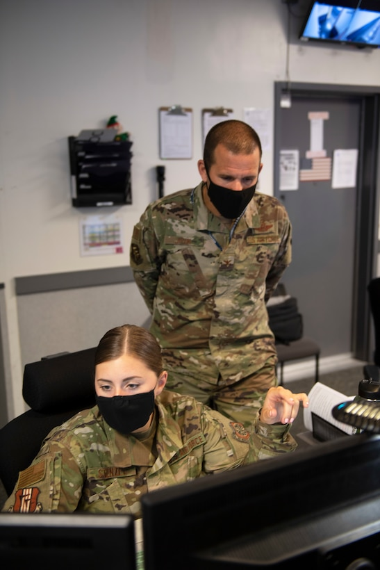 photos of wing leadership visiting Command Post.