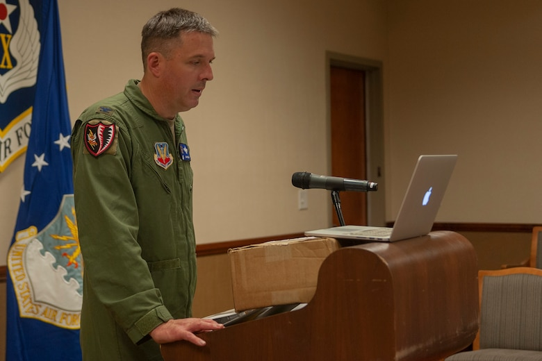 Photo of Col. Walls making closing remarks