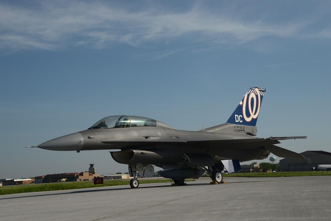 DC ANG F-16 with Washington Nationals tail flash