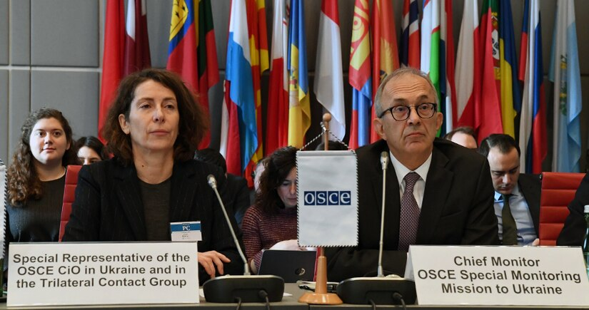 Ambassador Heidi Grau (Switzerland) and Ambassador Yaşar Halit Çevik (Turkey), chief monitor of the OSCE Special Monitoring Mission to Ukraine at the Permanent Council, on 6 February 2020.