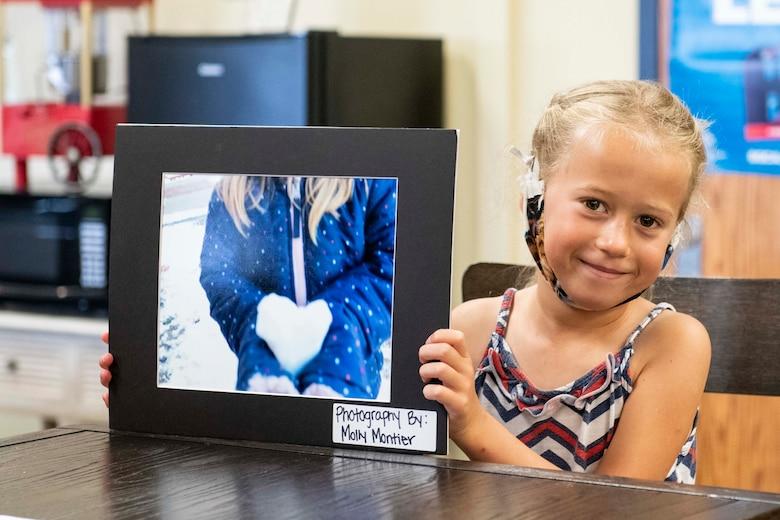 Military child wins photography award.