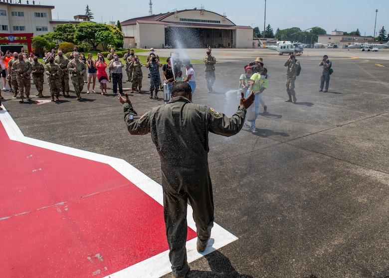 Col. Jones completes final flight at Yokota