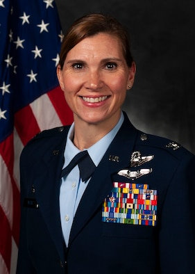 Official photo of Col. Danielle Willis