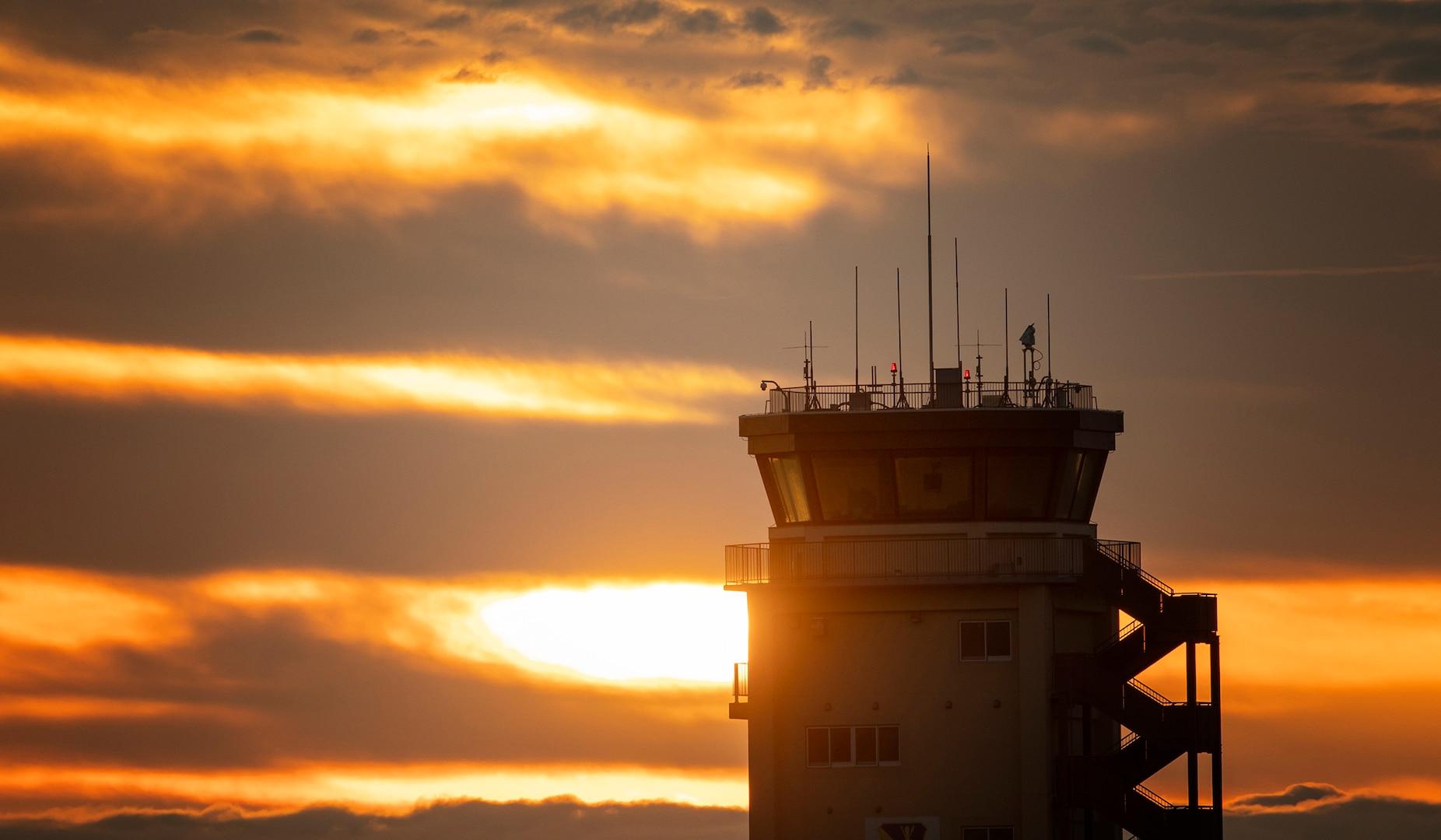 Yokota Air Traffic Control: Controlling Traffic in the Sky