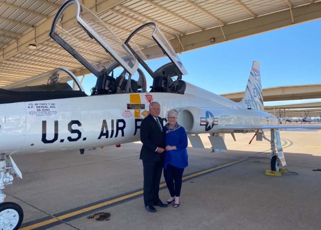 Glenn and Mary Lynne Barham stand in front of a T-38C Talon