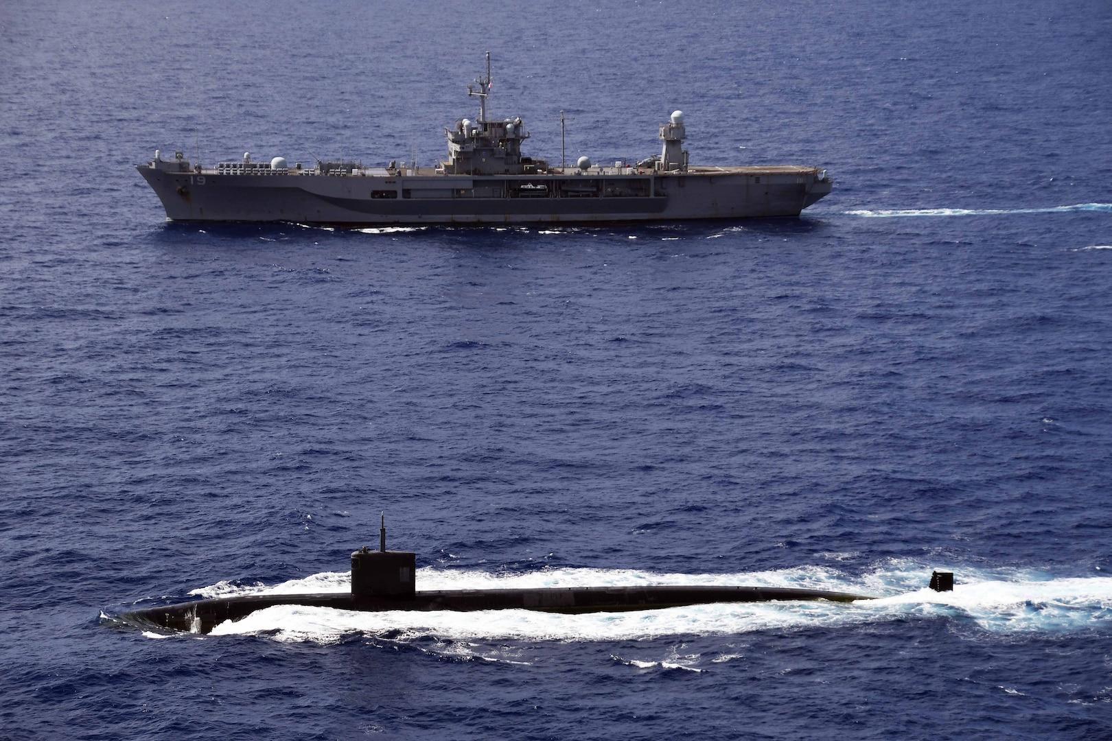 Blue Ridge Conducts Submarine Familiarization with USS Asheville