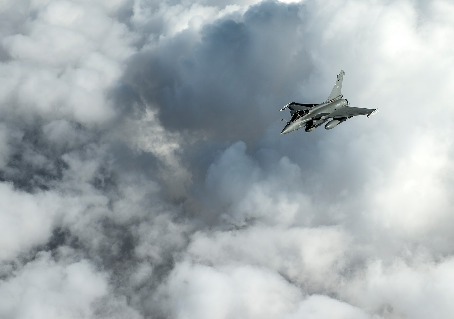 A French F-2 Rafale flies over Iraq in support of Operation Inherent Resolve, Jan. 8, 2016.