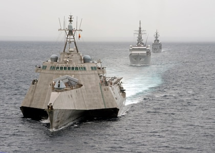 U.S. Navy, JMSDF exercise together in South China Sea