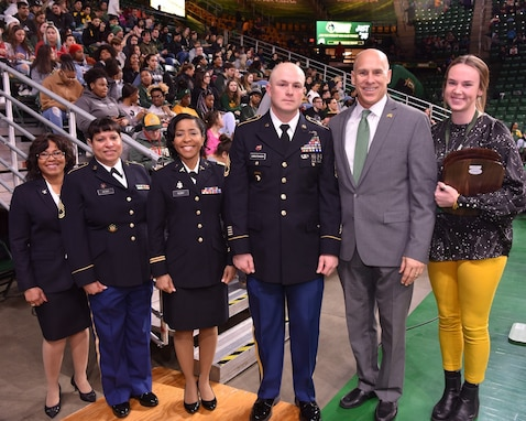 Army Reserve officer awarded for volunteer work