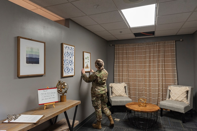 Photo of Airman hanging a picture