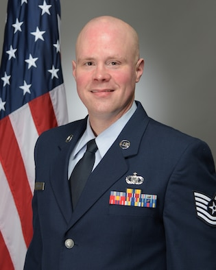 Official photo of TSgt Joe Philpott, clarinetist with the USAF Band of Mid-America