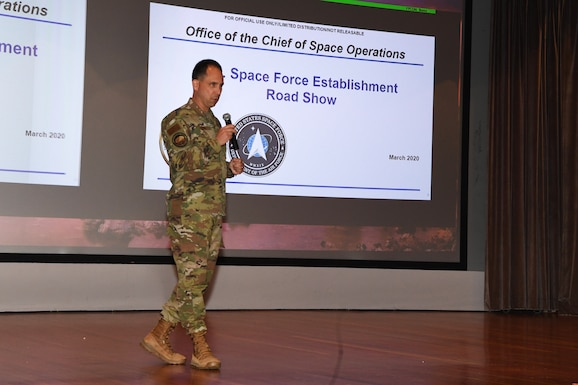 Photo of Major General John Shaw speaking