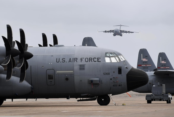 A C-17 airplane taxis into a parking spot