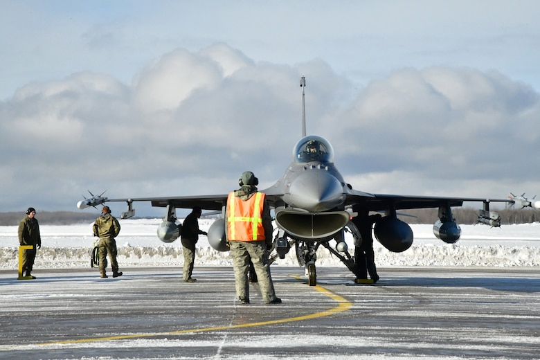 148th Figther Wing aircraft maintenance personnel prepare a Block 50CM, F-16 Fighting Falcon prior to its deployment to another location within the continental Unites States in support of a NORAD tasked Operation NOBLE EAGLE deployment.