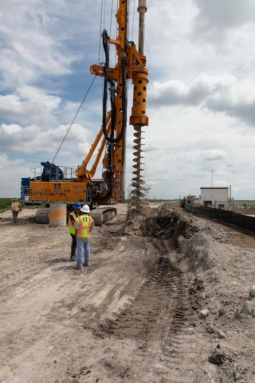 Cutoff wall construction on the Herbert Hoover Dike