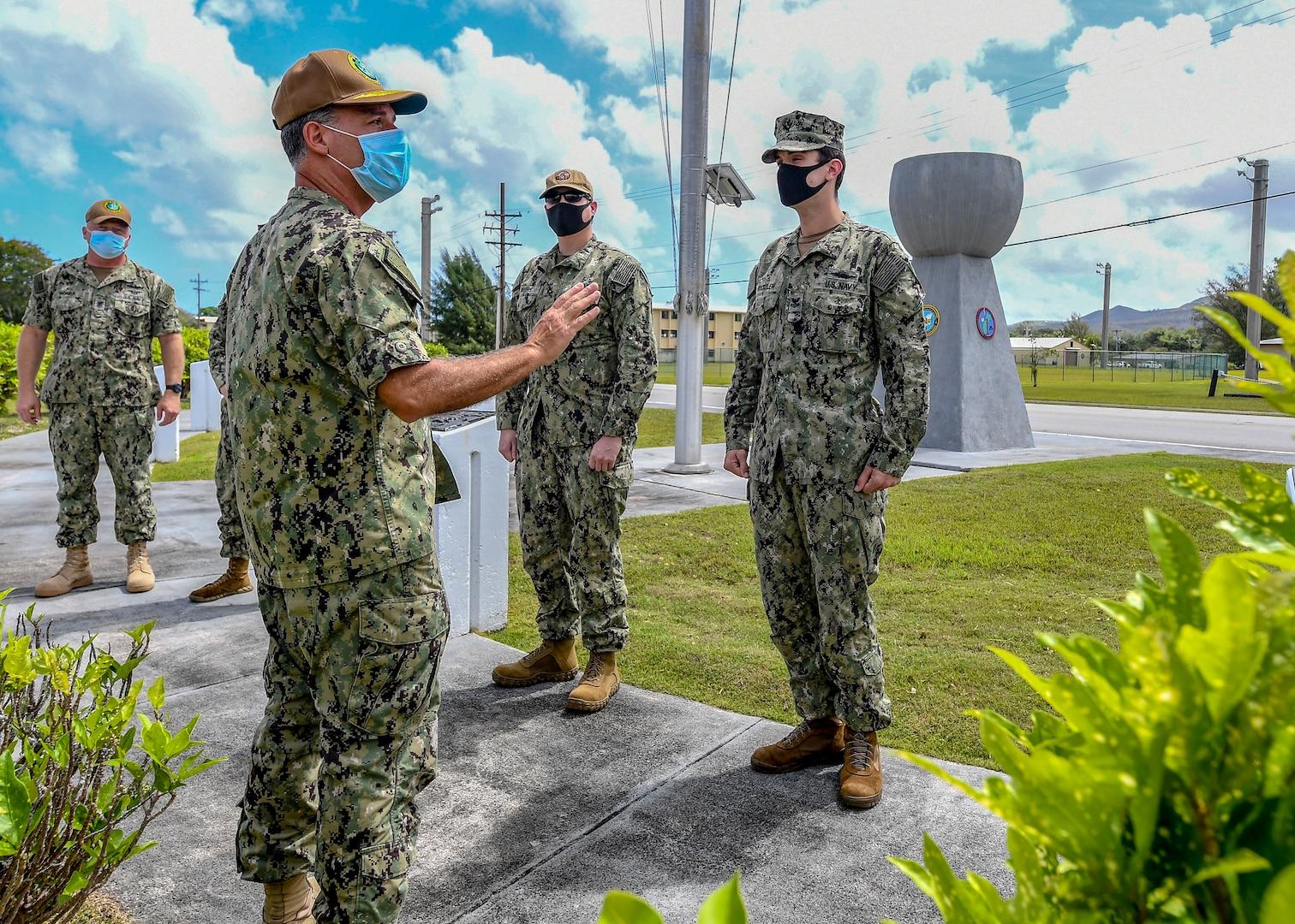 Pacific Fleet Commander, Fleet Master Chief Visit USS Theodore Roosevelt