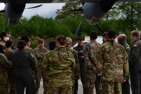 An Airman briefs a group of Airmen.