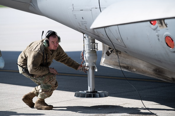 Tech. Sgt. Rodney L. McElfresh, 445th Aircraft Maintenance Squadron crew chief, verifies strut pressure prior to raising tires on a  C-17 Globemaster III here April 9, 2020. 445th Airlift Wing Reservists continue to fly and maintain its fleet of C-17 aircraft, proving they are ready and staying ready despite the COVID-19 crisis. (U.S. Air Force photo/Mr. Patrick O'Reilly)
