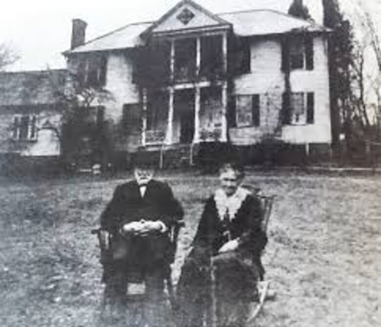 James Bellwood is pictured with his wife, Helen, at the Richmond, Virginia, manor in 1915.