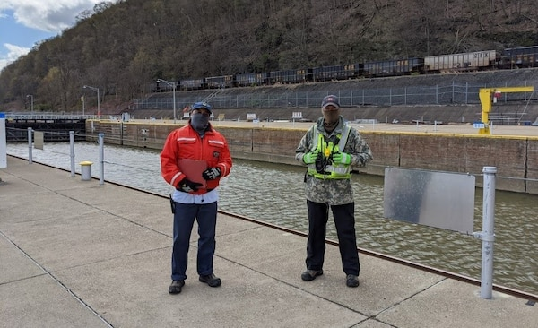 Pittsburgh District lock personnel are practicing safe procedures during COVID-19.