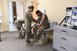 North Carolina Army and Air National Guard medical technicians practice working with a blood pressure monitor, while conducting drills prior to the arrival of live patients, at the North Carolina National Guard Medical Support Shelter (MSS), Central North Carolina, April 30, 2020. The MSS is intended to act as an overflow shelter for hospital patients not infected with the COVID-19 virus and is maned by a joint task force of Army and Airforce National Guard medical staff.