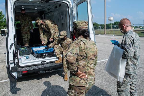 Volunteers Serve Food to New Recruits
