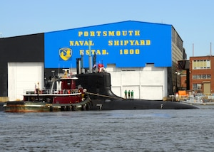 The Virginia-class attack submarine USS New Hampshire (SSN 778) is turned by tug boats before mooring pierside at Portsmouth Naval Shipyard (PNS).
