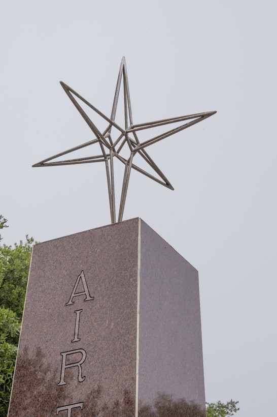A close-up picture of the pole star that sits on top of the monument.