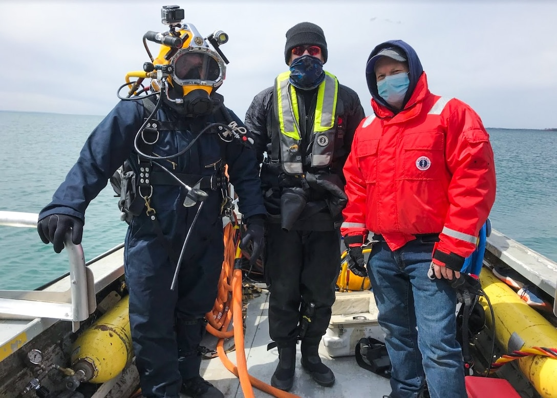 Buffalo District dive team checked out the Buffalo Harbor