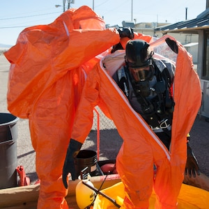 Utah National Guard 85th WMD Civil Support Team participates in a training scenario Nov. 4, 2014, at U.S. Army Dugway Proving Ground during Vigilant Guard regional earthquake response exercise.