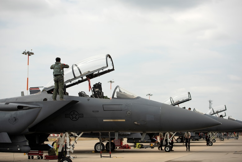 48th Fighter Wing aircrew and Airmen prepare F-15E Strike Eagles prior to takeoffs at Royal Air Force Lakenheath, England, May 27, 2020. U.S. Air Force F-15s assigned to the 48th Fighter Wing, F-16s assigned to the 31st Fighter Wing and 52nd Fighter Wing, and KC-135s assigned to the 100th Air Refueling Wing participated in a large force exercise within the U.K. North Sea airspace. (U.S. Air Force photo by Airman 1st Class Jessi Monte)