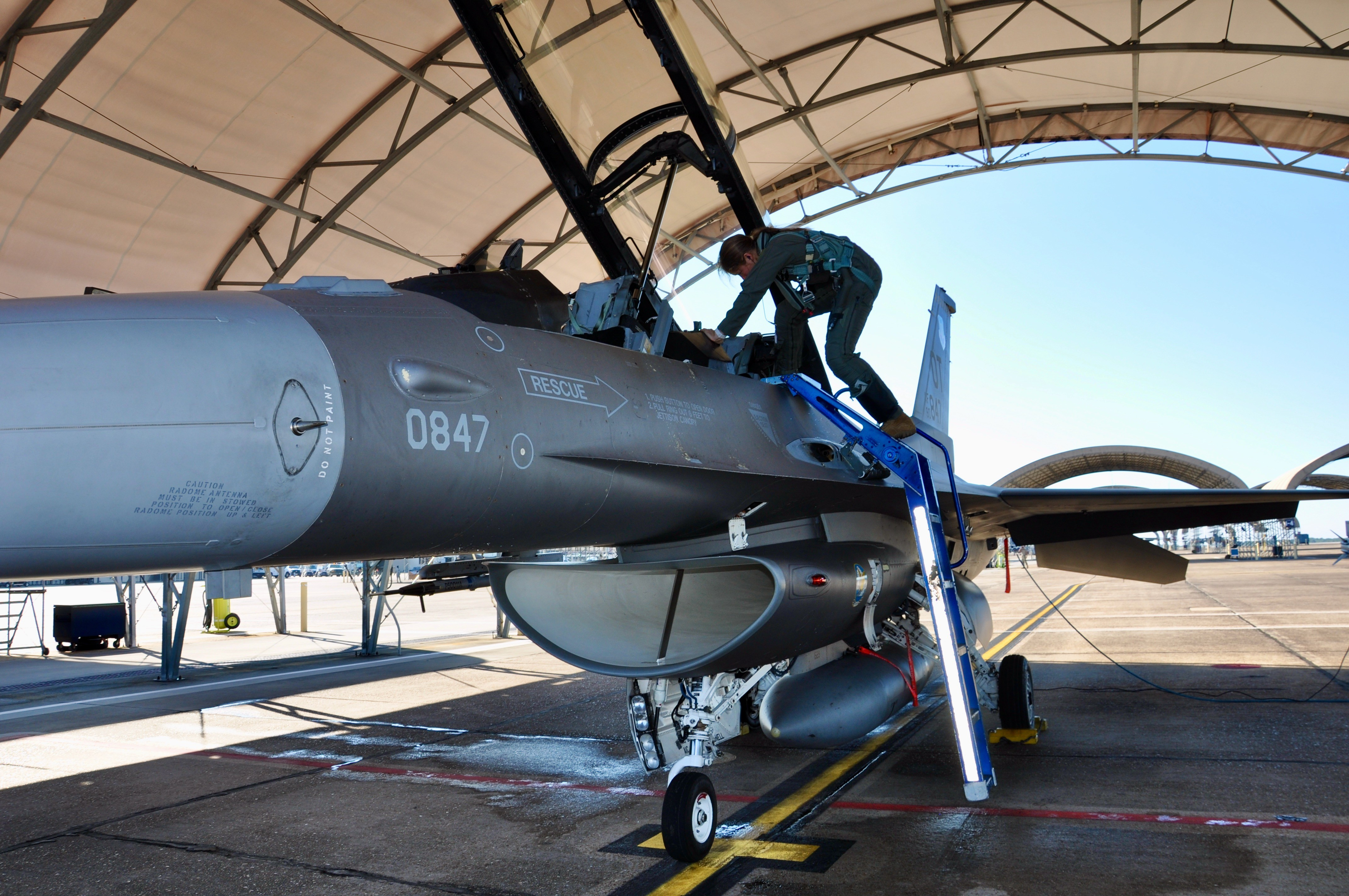 """Female fighter pilots test modified ATAGS """"G-suit"""" >U.S. Air Force >Article Display"""
